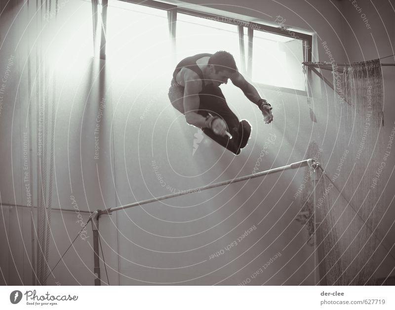 strahlenflug Mensch Jugendliche Mann Sonne 18-30 Jahre Junger Mann Erwachsene Fenster Leben Bewegung Sport außergewöhnlich fliegen maskulin Freizeit & Hobby Körper