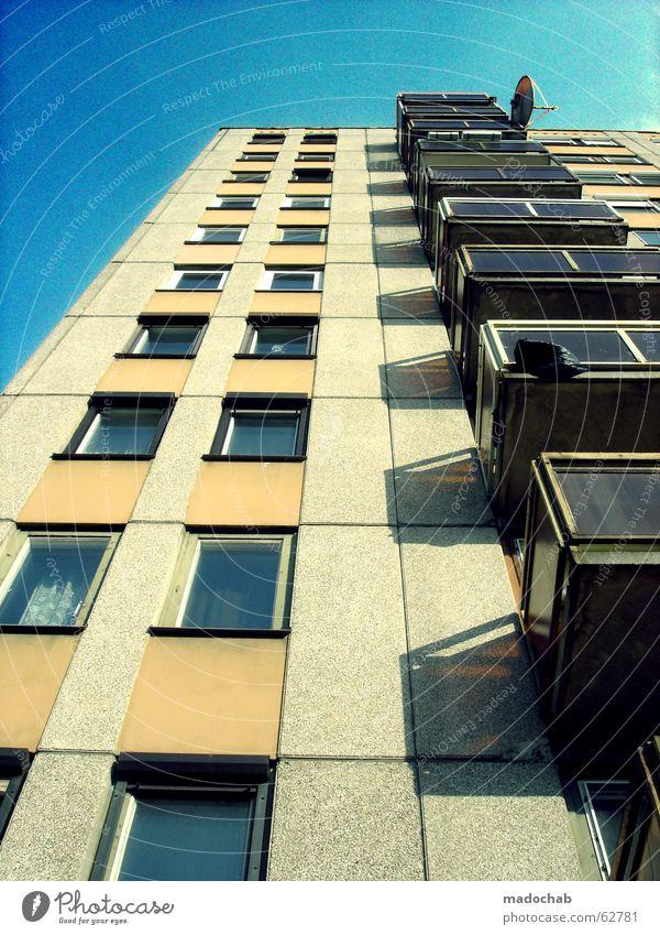 EMPFANG Himmel blau Haus Leben Fenster träumen Gebäude braun Raum Zusammensein Beleuchtung orange Wohnung klein Beton