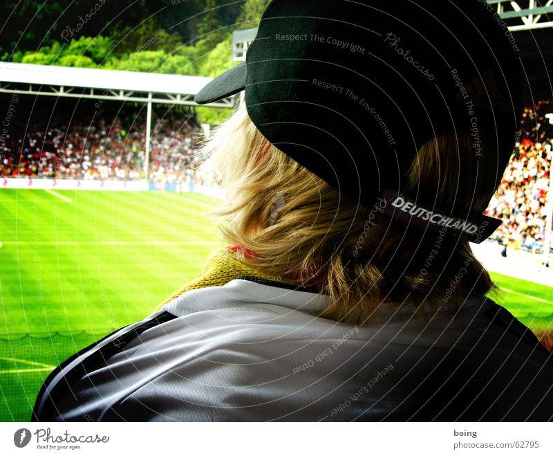 Schwarz und Weiss - Wir stehn auf eurer Seite Freude Sport Spielen Fußball Trauer Ball Rasen Sportrasen sportlich Seite Sportveranstaltung Desaster Fan Stadion Misserfolg Enttäuschung