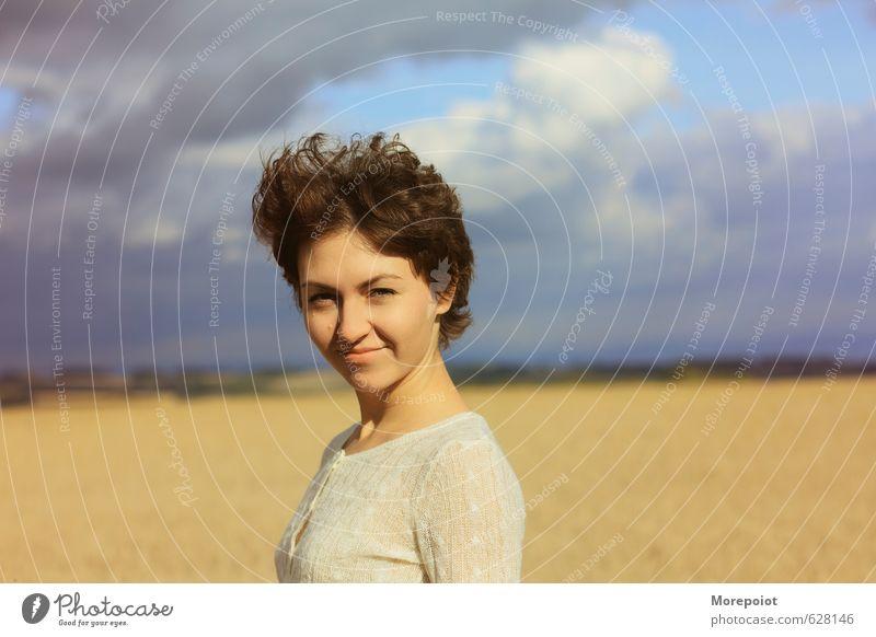 Anna feminin Junge Frau Jugendliche Erwachsene 1 Mensch 18-30 Jahre Natur Landschaft Pflanze Himmel Wolken Sonne Sonnenlicht Feld Pullover brünett kurzhaarig