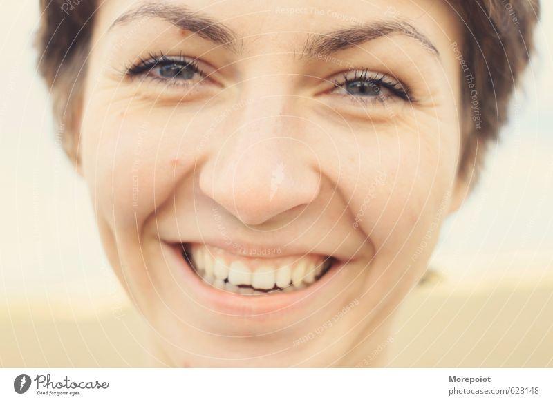 Mensch Jugendliche schön Sonne Junge Frau Freude 18-30 Jahre gelb Erwachsene Gesicht Wärme Gefühle feminin Frühling lustig natürlich