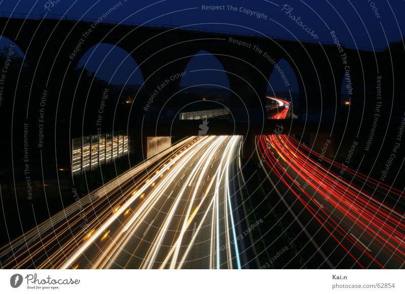 A4 bei Nacht Straße PKW Verkehr fahren Lastwagen Autobahn Leuchtspur Fluchtpunkt