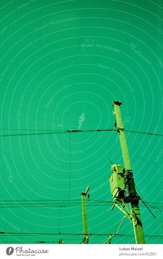 *grüngrünes ding Elektrizität Eisenbahn Oberleitung Geschwindigkeit abstrakt Dinge Lokomotive Lokführer Sommer Kabel Wattenmeer geleise Ferien & Urlaub & Reisen