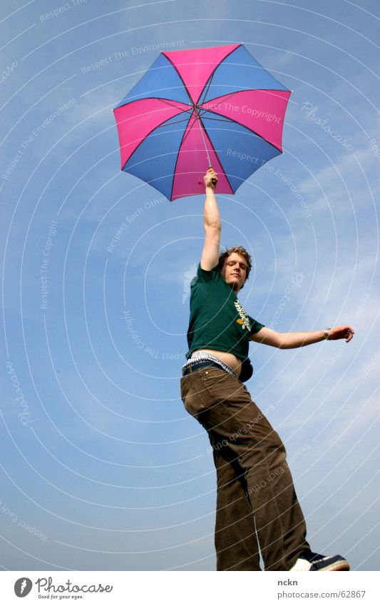 Ungeheures Flug Objekt Himmel blau Sommer Wolken Farbe Arme rosa Flugzeug Wind fliegen Luftverkehr Ecke T-Shirt Regenschirm Desaster Leichtigkeit