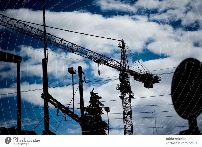 Freie Sicht Himmel weiß blau schwarz Wolken Lampe dunkel Schilder & Markierungen frei Perspektive unordentlich