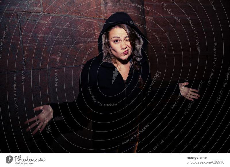 sorgen los. Jugendliche Stadt Junge Frau 18-30 Jahre Erwachsene Wand feminin Mauer Musik Erfolg Perspektive lernen Coolness Fell Zukunftsangst