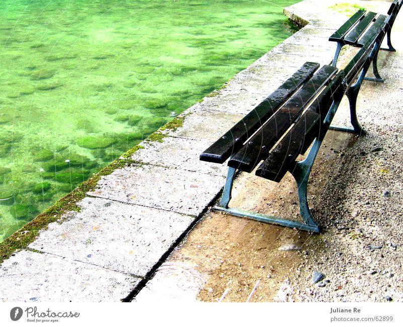 Nass   Parkbank ruhig Wasser Küste See Holz sitzen nass Einsamkeit Bank ungeschützt Farbfoto mehrfarbig Außenaufnahme Menschenleer Textfreiraum rechts