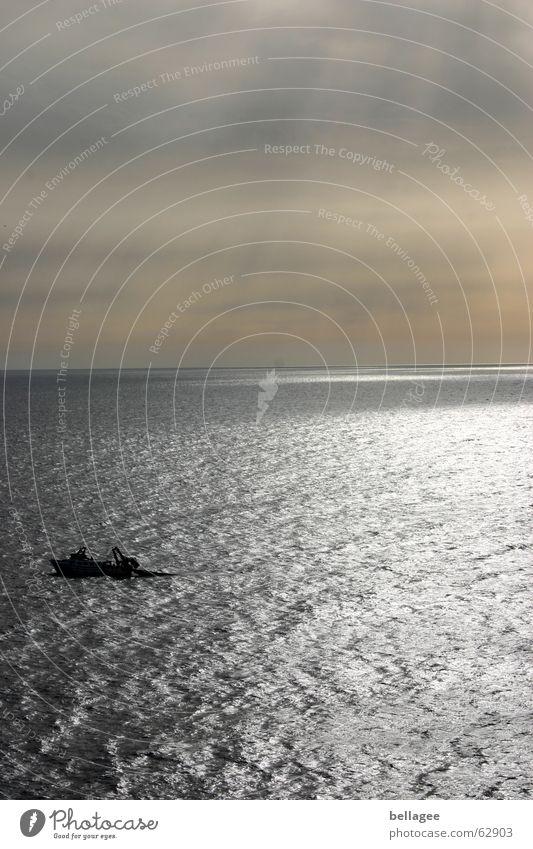 erst war er da... Meer Stimmung Wasserfahrzeug Fischer Einsamkeit Sportboot Licht Außenaufnahme See Ferien & Urlaub & Reisen Aussicht Panorama (Aussicht) trüb