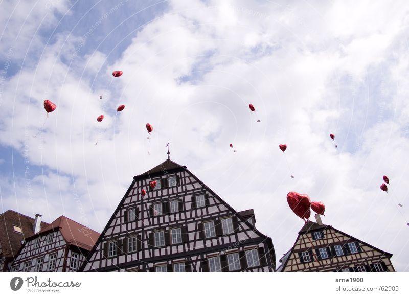 Luftballons am Himmel Herz Baden-Württemberg Altstadt Fachwerkhaus Schwäbisch Hall