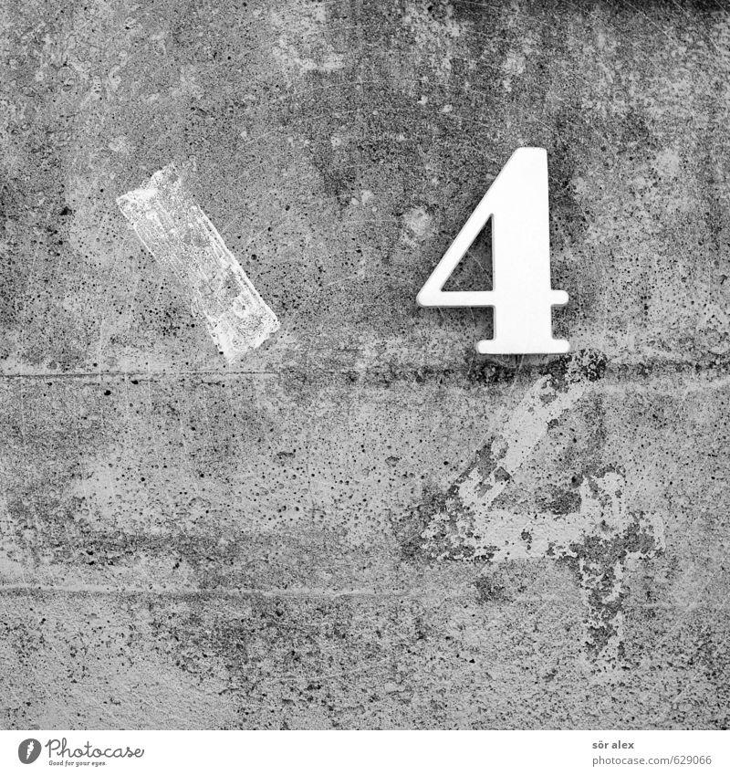 \44 Bauwerk Betonmauer Hausnummer Mauer Wand Stein Kunststoff Zeichen Ziffern & Zahlen Schilder & Markierungen weiß grau Fassade Schwarzweißfoto Außenaufnahme