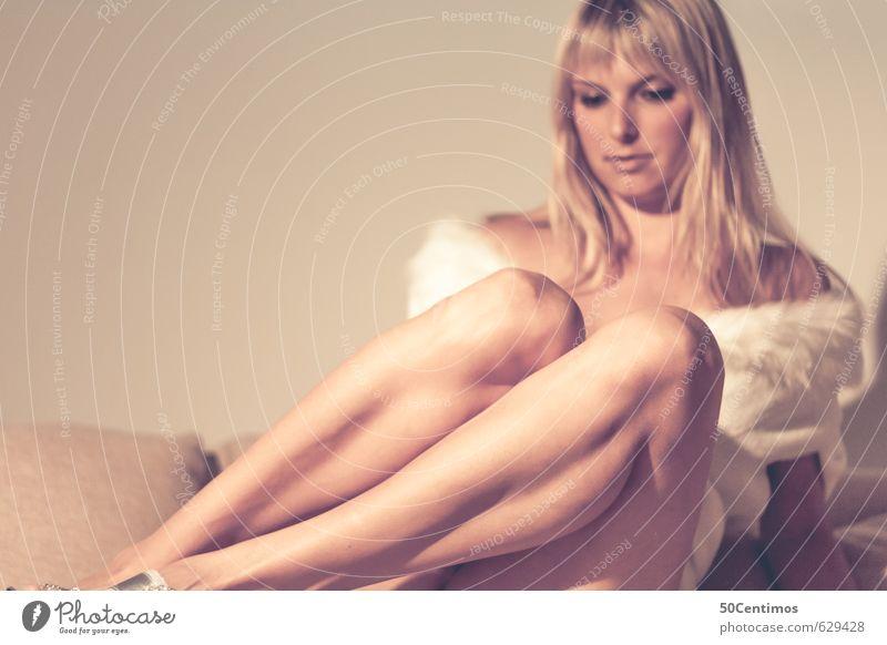 Blonder Engel Mensch Frau Kind Jugendliche schön Junge Frau ruhig 18-30 Jahre Erotik gelb Erwachsene Leben Liebe feminin Stil Gesundheit