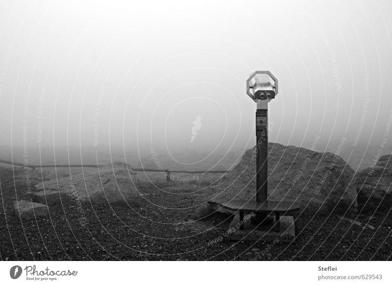 Da guckste wa? Ferne Landschaft Luft Wolken Herbst schlechtes Wetter Nebel Felsen Berge u. Gebirge Gipfel Menschenleer Fernglas Blick trist Neugier Fernweh