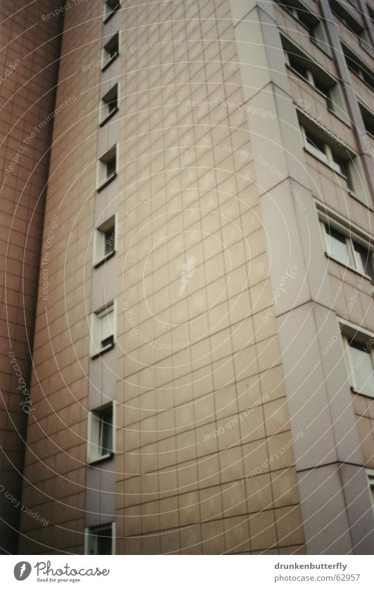 Perspektivlosigkeit Haus Fenster Hochhaus Ecke trist Fliesen u. Kacheln Neubau