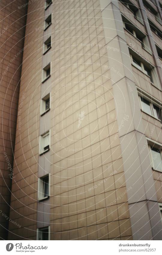 Perspektivlosigkeit Haus Fenster Neubau Hochhaus Fliesen u. Kacheln Ecke Schatten trist Architektur