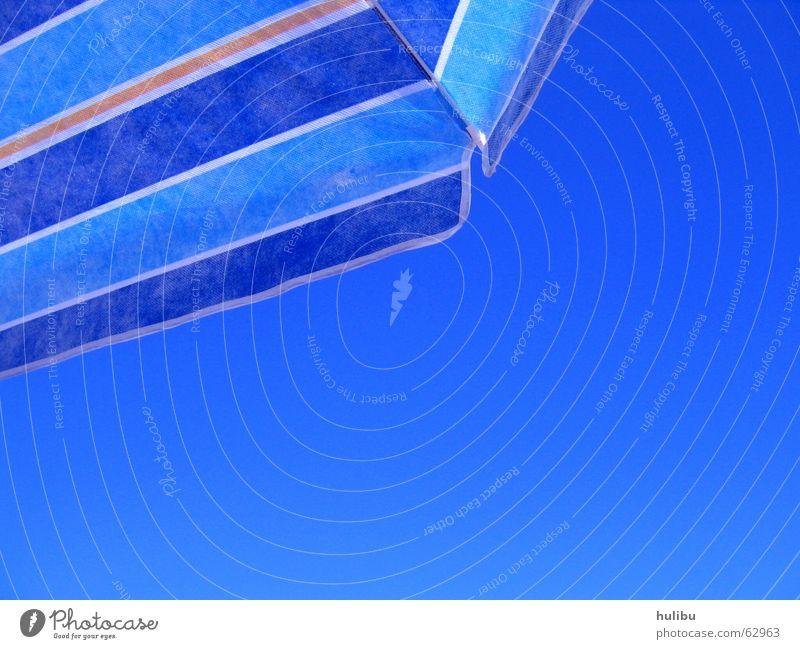 Ich will endlich Sonne! Sonnenschirm Sommer Physik Strand Ferien & Urlaub & Reisen Streifen blau Himmel Wärme
