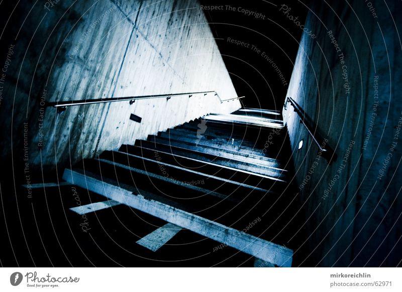 DIE TREPPE dunkel Wege & Pfade Angst leer Treppe Geländer unheimlich Blauton blaustich