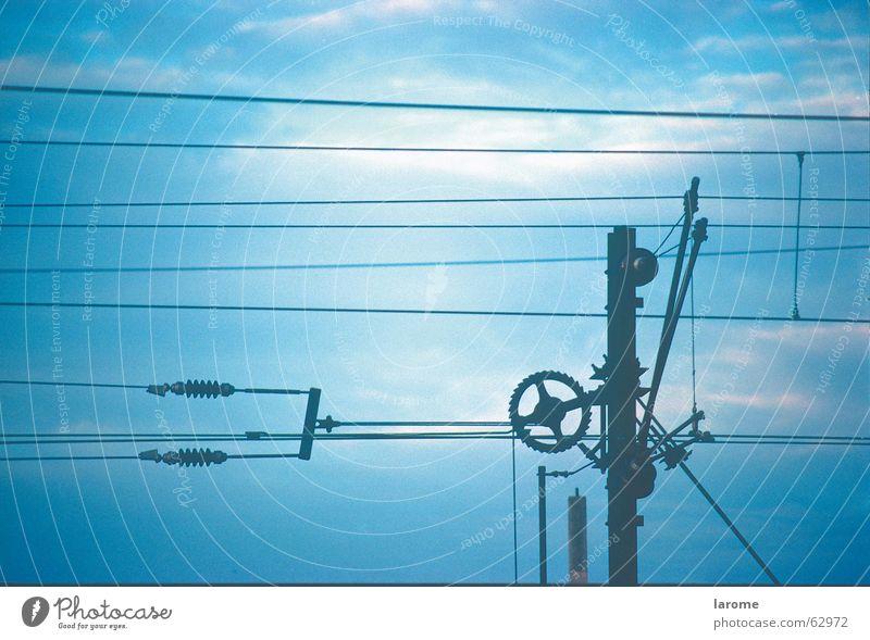 oberleitung Himmel blau Eisenbahn Energiewirtschaft Elektrizität Leitung Oberleitung