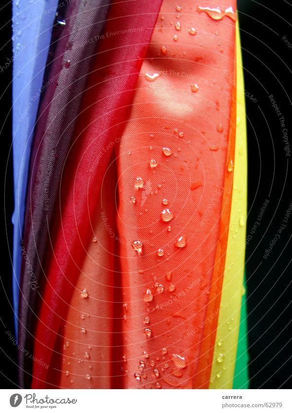 noch mehr Sauwetter Wasser rot Herbst Regen orange Wetter Wassertropfen nass Regenschirm Stoff feucht Textilien knallig wasserdicht wetterfest regendicht