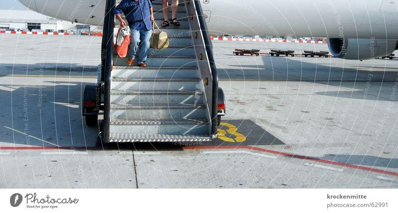 rein ins vergnügen Ferien & Urlaub & Reisen Wohnung Flugzeug Treppe Flughafen Koffer 8 Fernweh kommen Barcelona Vorfreude Passagier Ankunft Heimweh Gangway