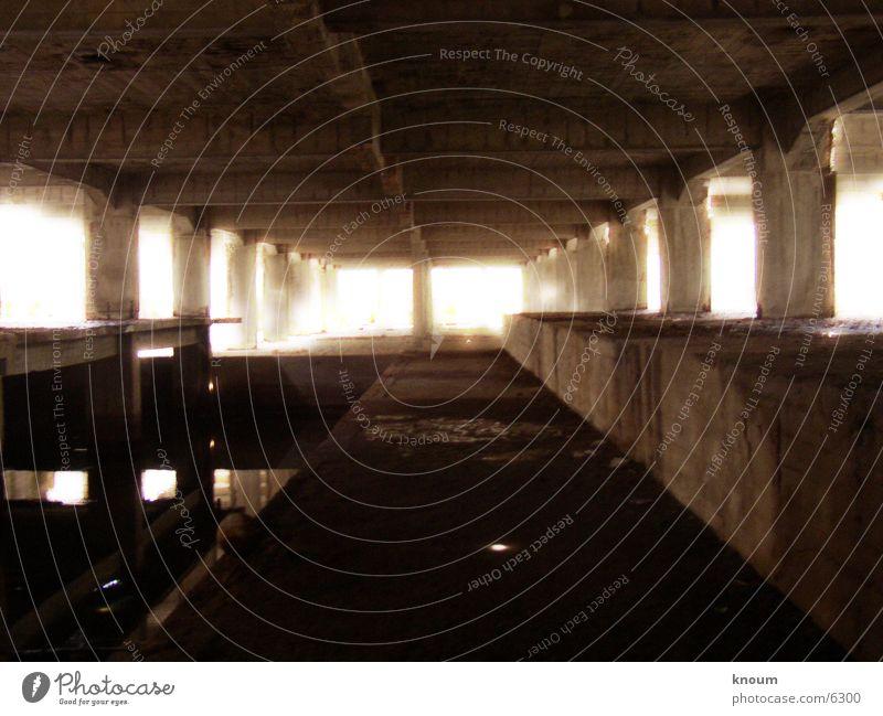 Säulenhalle Wasser historisch Lagerhalle Säule Rügen Prora