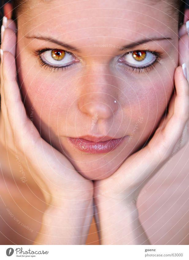 Fixieren Frau Hand schön Gesicht Auge Haare & Frisuren Wind Nase Beautyfotografie Model Kosmetik Schminke