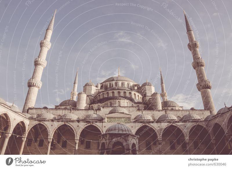Fluchtpunkt Stadt Gebäude Architektur Religion & Glaube groß bedrohlich Bauwerk Wahrzeichen Sehenswürdigkeit Tradition Weltkulturerbe Türkei Istanbul Innenhof