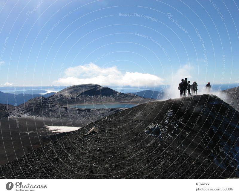 Tongariro Mensch Wasser Ferien & Urlaub & Reisen Landschaft Berge u. Gebirge Freiheit Menschengruppe See Horizont Erde Felsen Nebel wandern Klettern Bergsteigen Neuseeland