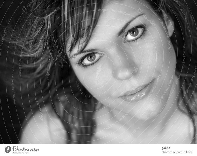 windy... Frau weiß schwarz Gesicht Auge Haare & Frisuren Wind Beautyfotografie Model Kosmetik