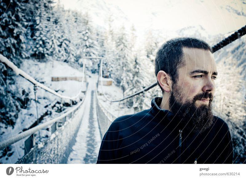 Ausblick Winter Schnee Winterurlaub Berge u. Gebirge wandern Mensch maskulin Mann Erwachsene 1 Umwelt Natur Landschaft Schlucht Brücke beobachten entdecken