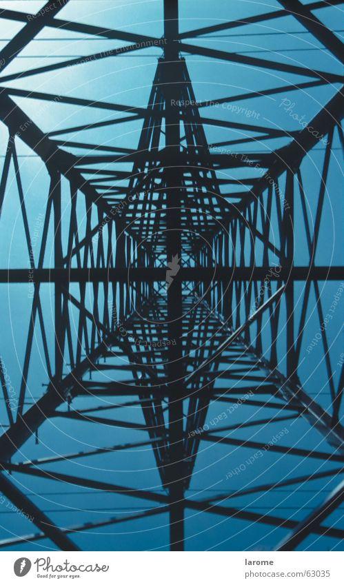 starkstrom Hochspannungsleitung Strommast Elektrizität Konstruktion Stahl Träger Geometrie Energiewirtschaft Strukturen & Formen Leitung Technik & Technologie