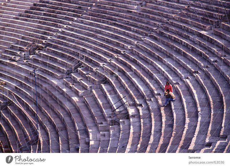 paar Italien Verona Frau Mann antik Mensch Arena Strukturen & Formen Einsamkeit Theater