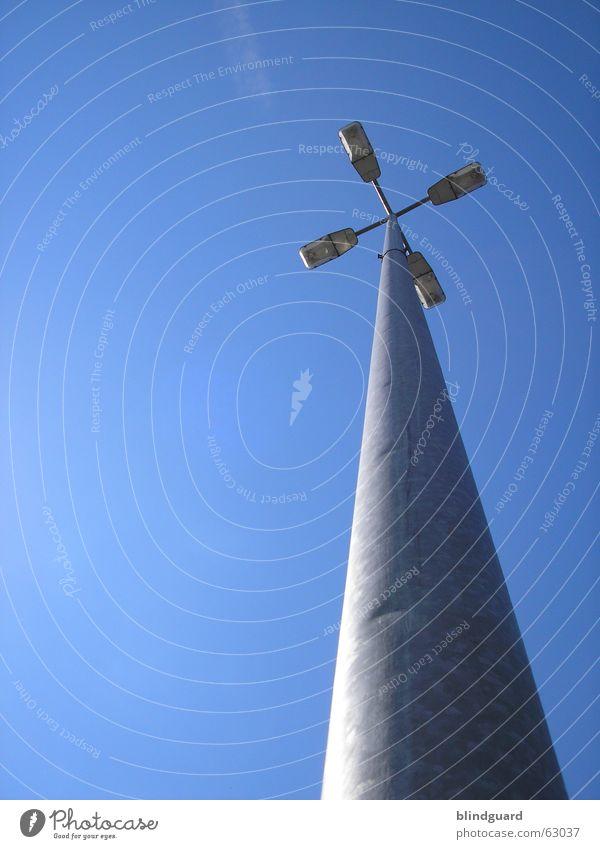 Light In The Sky Licht Laternenpfahl Lampe dunkel 4 Himmel Parkplatz Stadion Erkenntnis Weltmeisterschaft Flutlicht Elektrizität hell dark light four Strommast