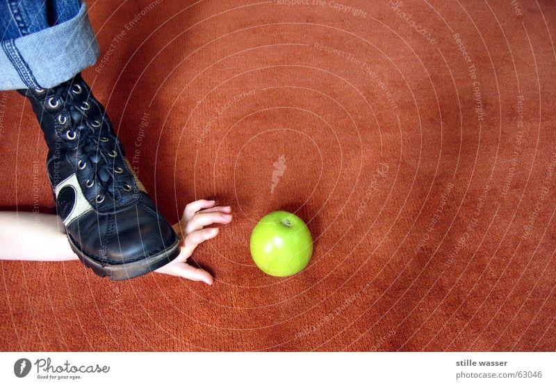 MEINS Wasserfahrzeug grün Hand braun Fußtritt Apfel blau teppich rot meins Appetit & Hunger gegen rechts böse