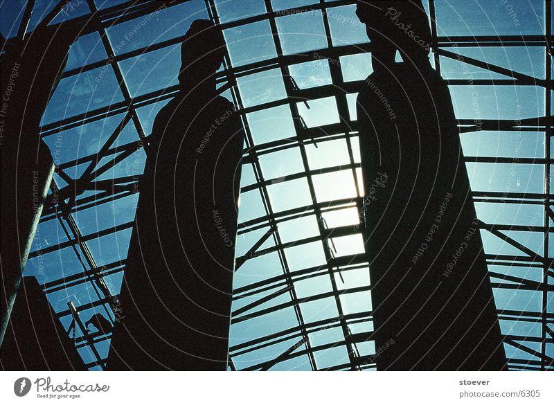 Dachkonstruktion Statue Bibliothek Warszaw Gegenlicht Architektur geschlossen Polen