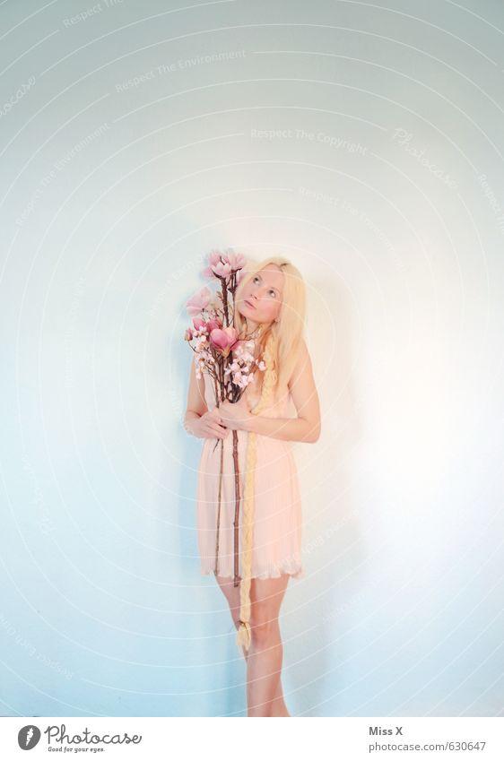 Frühlingsgefühle schön Valentinstag Mensch feminin Junge Frau Jugendliche 1 18-30 Jahre Erwachsene Blume Blüte Kleid blond langhaarig Zopf Blühend rosa Gefühle