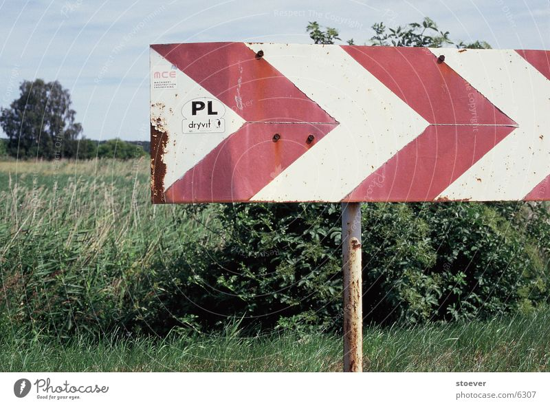 Osterweiterung rot weiß Europa Polen nähe Stettin Schilder & Markierungen Pfeil