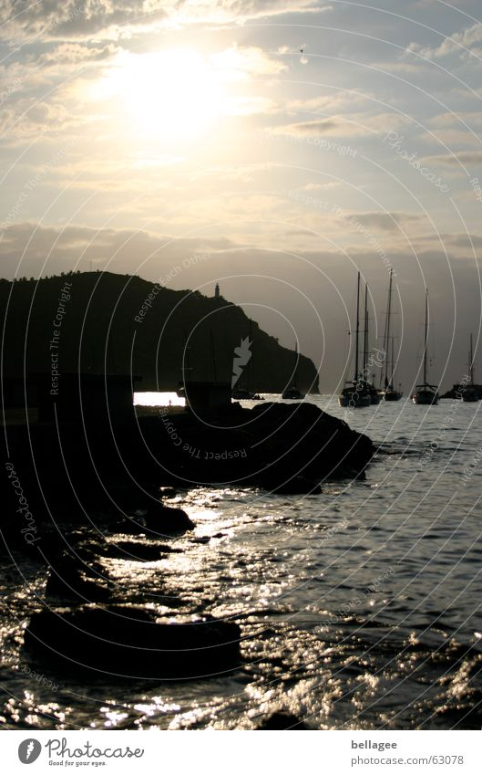 tagtraum Wasser Sonne Meer Ferien & Urlaub & Reisen Wolken Einsamkeit Erholung Berge u. Gebirge träumen Stein Wasserfahrzeug Felsen Insel Aussicht beruhigend Geplätscher