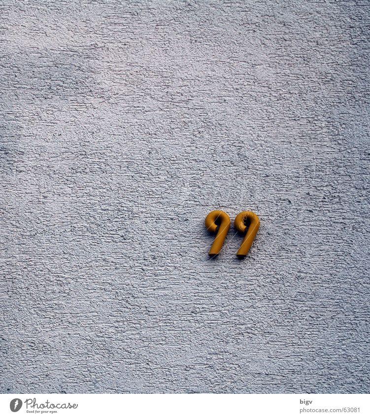 99 Hausnummer Ziffern & Zahlen Wand Route 66 weiß aufräumen Putz gold neunundneunzig Einsamkeit