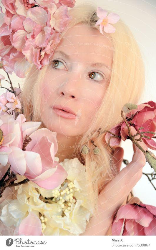 Rosarot schön Mensch feminin Junge Frau Jugendliche Gesicht 1 18-30 Jahre Erwachsene Natur Frühling Blume Blüte Accessoire Schmuck blond Blühend Duft Kitsch