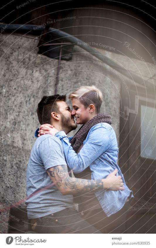 :-) maskulin feminin Junge Frau Jugendliche Junger Mann Paar 2 Mensch 18-30 Jahre Erwachsene trendy schön einzigartig Verliebtheit Liebespaar lachen