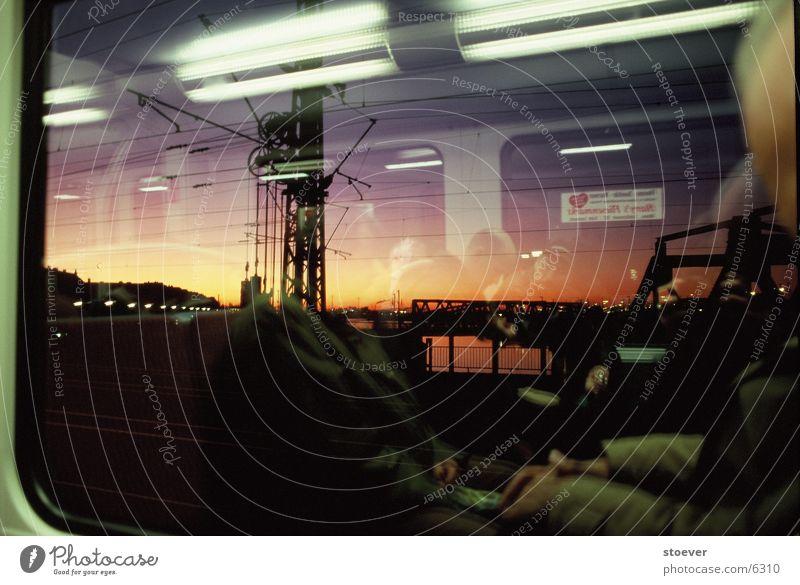 Bahn-Ausblick Reflexion & Spiegelung Fenster Verkehr Abend Hafen Hamburg Veddel