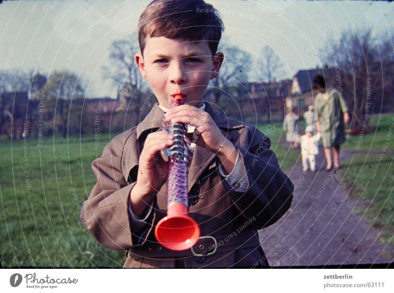 Ganz früher V Kind Freude Junge Musik Familie & Verwandtschaft Spaziergang Frieden Jahr Blasinstrumente Musikinstrument Sechziger Jahre Holzblasinstrumente