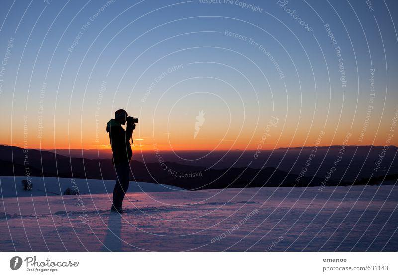 blaue Stunde Mensch Himmel Natur Ferien & Urlaub & Reisen Mann Landschaft Freude Winter Erwachsene Berge u. Gebirge Schnee Stil Freiheit Horizont Eis