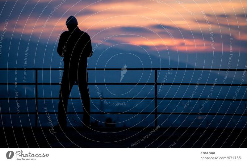Canonplatz Mensch Natur Ferien & Urlaub & Reisen Mann Einsamkeit Erholung Landschaft Haus Ferne dunkel kalt Erwachsene Berge u. Gebirge Freiheit Körper stehen