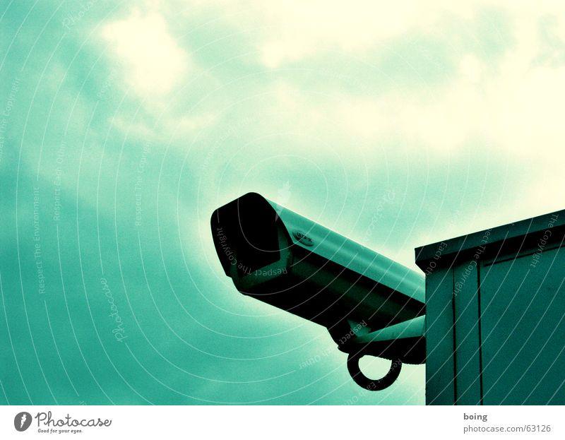 Hooligans, wir wissen wo euer Bus steht… Sicherheit Filmmaterial Macht Filmindustrie Bankgebäude Schutz Geldinstitut Fotokamera Flughafen Videokamera filmen Überwachung ungemütlich Datenschutz Überwachungskamera