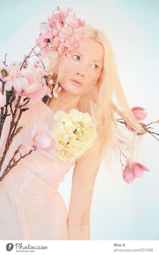 Frühlingsmädchen Mensch Natur Jugendliche schön Pflanze Junge Frau Blume 18-30 Jahre Erwachsene Erotik Gefühle feminin Blüte Stimmung rosa