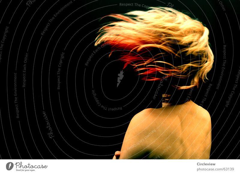 Feuer und Flamme Frau schön Freude schwarz Haare & Frisuren Kraft Körper Haut Brand Geschwindigkeit Energiewirtschaft Spannung Rauschmittel Schwung