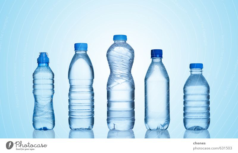 blau Wasser natürlich außergewöhnlich Menschengruppe Gesundheitswesen frisch nass Getränk Sauberkeit Coolness Tropfen Kunststoff rein Flüssigkeit Erfrischung