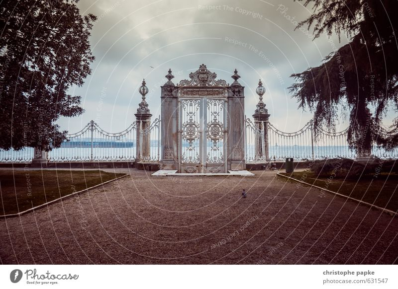 Verschlossenes Tor zur Welt Ferien & Urlaub & Reisen Stadt Wolken Wege & Pfade Küste Garten Park geschlossen Ausflug fantastisch Romantik historisch