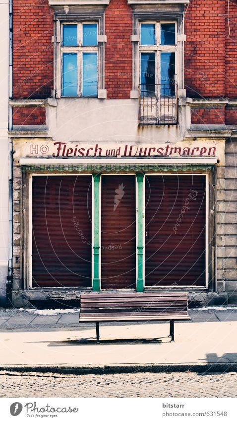 Wurstbank grün rot Haus Fenster Wand Mauer grau Holz Stein braun Fassade Tür Armut geschlossen Zukunft kaufen